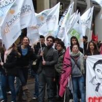 Aldo Pecora con i ragazzi di Ammazzateci Tutti a Milano